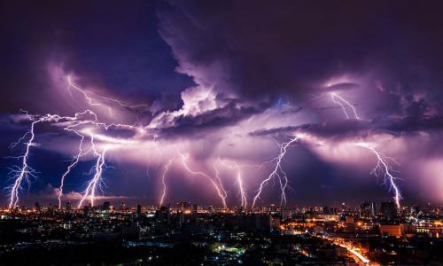 Чего нельзя делать во время грозы, чтобы не ударила молния
